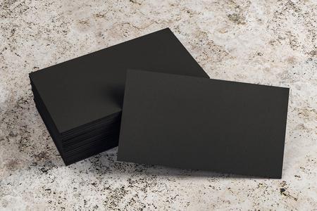 Leerer schwarzer Visitenkartenstapel auf konkretem Schreibtisch. Info-, Adress- und Nachrichtenkonzept. Mock-up, 3D-Rendering