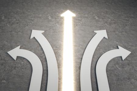 Frecce bianche ed illuminate astratte su fondo concreto. Direzione diversa e concetto di scelta. Rendering 3D Archivio Fotografico
