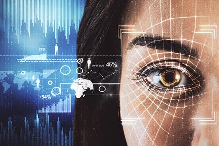 Concepto de acceso y protección. Retrato de mujer abstracta con interfaz de ojo de identificación de rostro om fondo azul borroso. Exposición doble