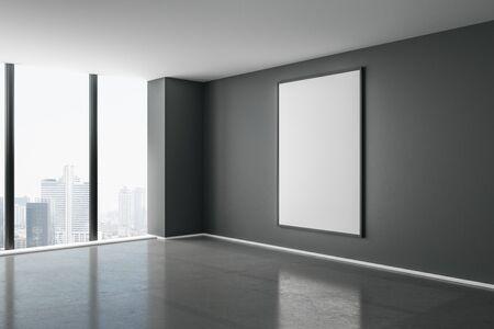 Vuoto bianco mock up poster sulla parete scura in una moderna stanza vuota con pavimento in cemento e vista sulla città. Rendering 3D