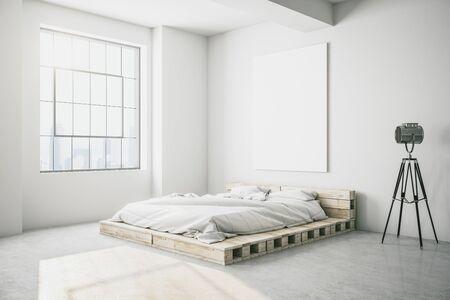 Weißer Schlafzimmerinnenraum mit Holzbett, leerem Poster und Scheinwerfer. 3D-Rendering.