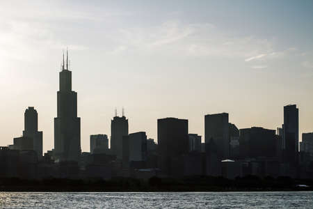 Beautiful Chicago cityscape at sunset, backlit. architecture and building concept 免版税图像