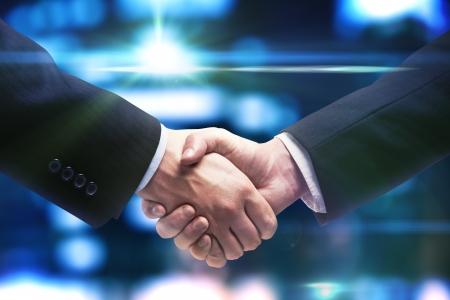 stretta di mano di due uomini d'affari
