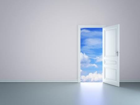 cielos abiertos: habitaci�n con una puerta abierta en el cielo Foto de archivo