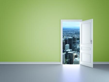 pokój z otwarte drzwi do miasta