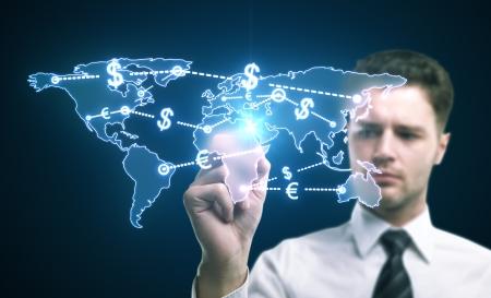 mano con dinero: el dinero del mundo del tr�fico concepto