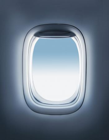 Himmel im Flugzeug Bullauge Standard-Bild