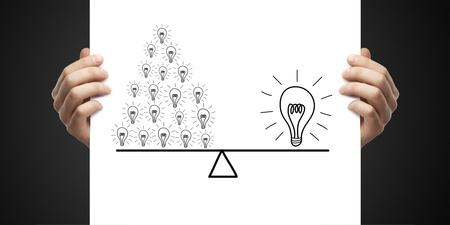 piramide humana: cartel en concepto de éxito manos sobre un fondo negro