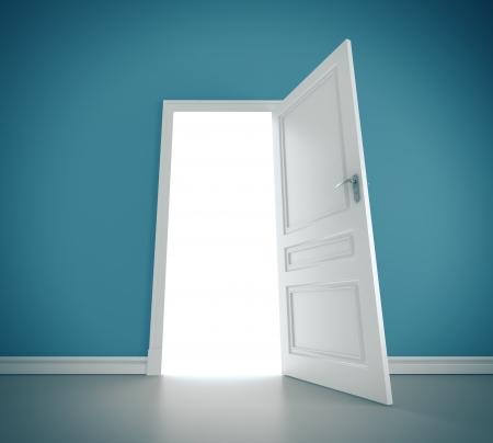 puerta abierta: tres puertas abiertas en la habitación azul
