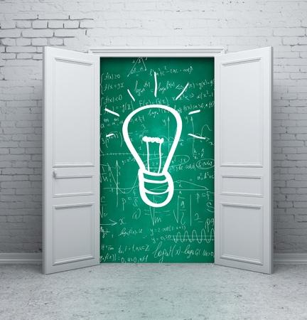signos matematicos: dibujo de la l�mpara en la junta escolar en puerta