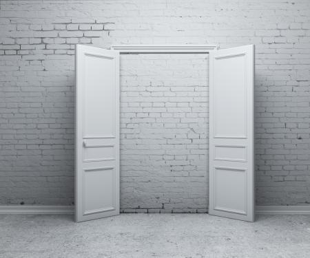abriendo puerta: puerta abierta en una pared de ladrillo