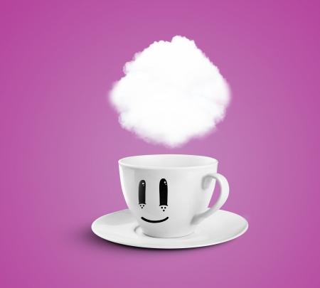 las emociones: taza feliz con nubes sobre un fondo de color rosa Foto de archivo