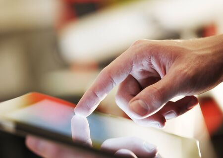 computadora: Hombre de negocios la celebración de alta resolución digital, tableta Foto de archivo
