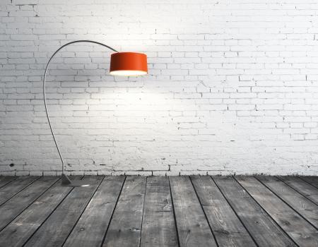 lámpara de pie en la habitación de ladrillo naranja