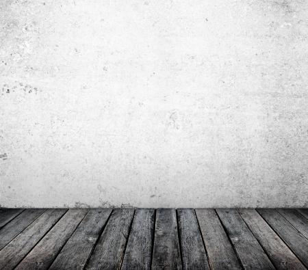 brick floor: muro de cemento y piso de madera