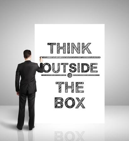 strategie: businnessman Zeichnung auf dem Tisch Denken au�erhalb der Box