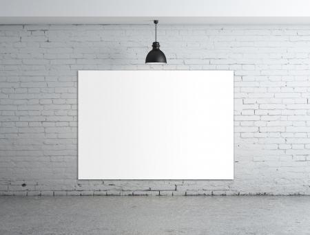 frame on wall: manifesto vuoto in camera con plafoniera Archivio Fotografico