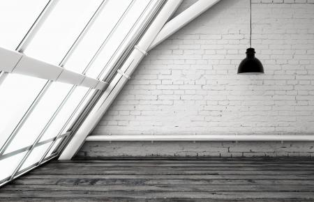 big window: kamer met een plafond lamp en groot raam