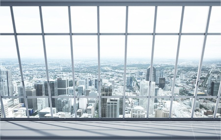 big window: witte kamer met groot raam in de stad