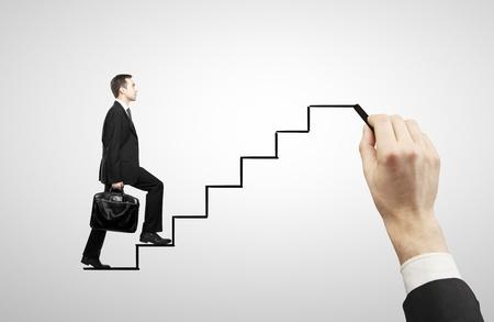escalera: hombre de negocios a pie en las escaleras de dibujo Foto de archivo