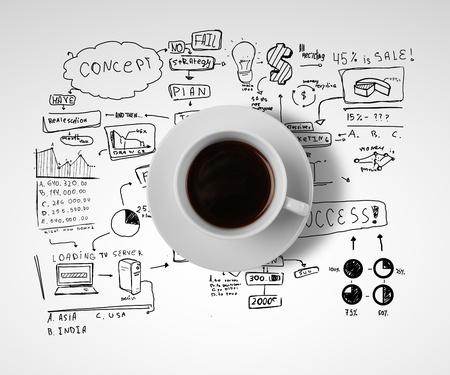 strategy: taza de caf� y la estrategia de negocios sobre un fondo blanco