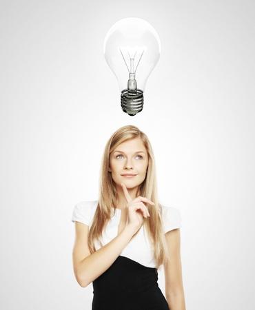 lightbulb: femmes avec ampoule Banque d'images