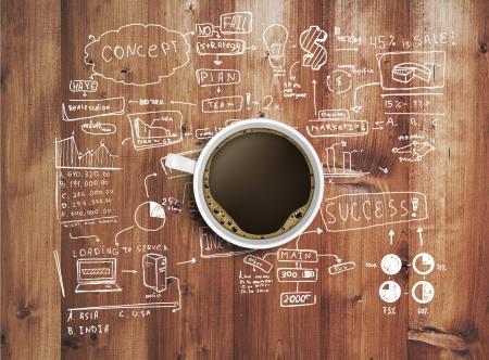 cafe internet: taza de caf� y la estrategia de negocios en la mesa de madera