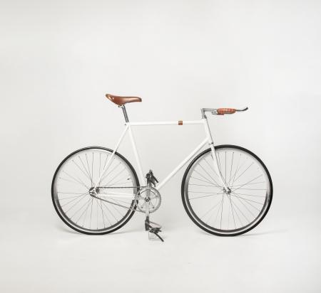 fixed: Hipster bicicleta en blanco, artes fijos