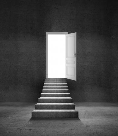 abriendo puerta: ledder hormigón y puerta se abrió Foto de archivo