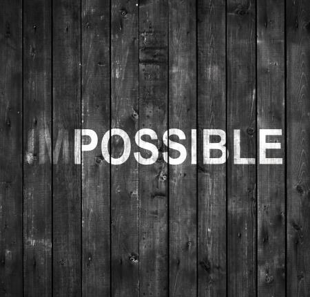 inspiracion: texto imposible en la pared de madera gris
