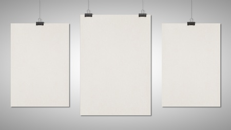 tres clips cartel en blanco sobre fondo blanco
