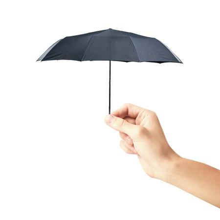 sotto la pioggia: mano che tiene un piccolo ombrello