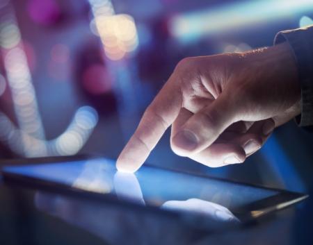 hoge resolutie hand wat betreft digitale tablet