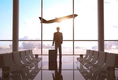 viaggi: uomo d'affari in aeroporto e aereo nel cielo Archivio Fotografico