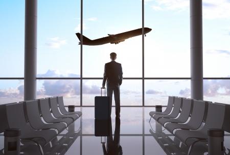 zakenman in de luchthaven en het vliegtuig in de lucht Stockfoto