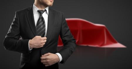 traje: empresario de traje y presentaci�n del coche