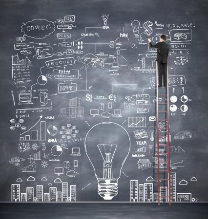 zakenman klimmen op de ladder tekening business plan