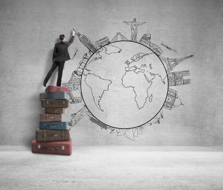 konzepte: Geschäftsmann, der auf Taschen und Zeichnung reisen Konzept