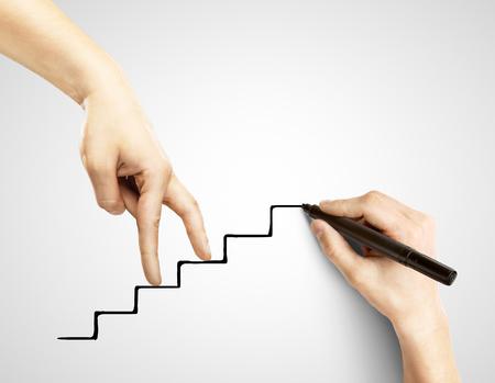 ambi��o: m�os dadas caminhando em escadas de desenho