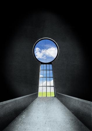 deur sleutelgat aan blauwe hemel Stockfoto