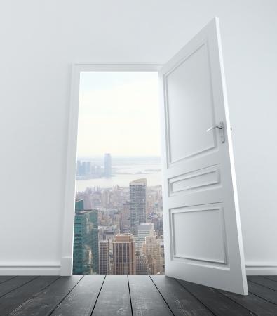abriendo puerta: habitación con la puerta abierta a la ciudad