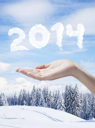 h�tte schnee: Hand, die 2014 neue Jahr-Konzept