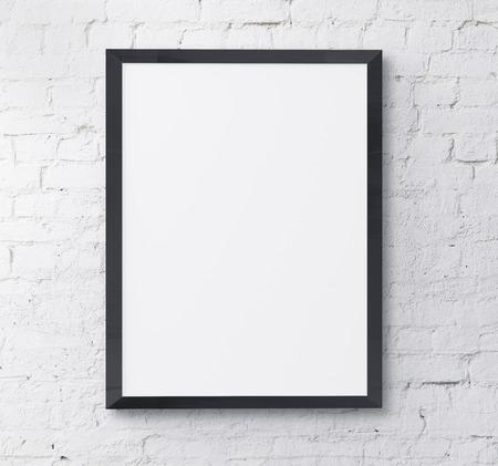 noir et blanc: cadre noir sur le mur de brique