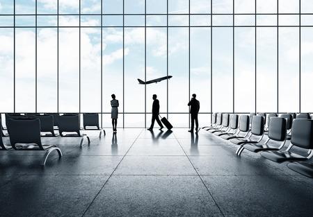 Geschäftsmann in Flughafen und Flugzeug im Himmel