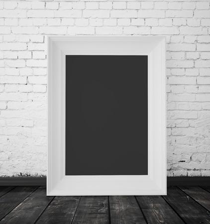 Leeg frame opknoping op een bakstenen muur Stockfoto - 33247203