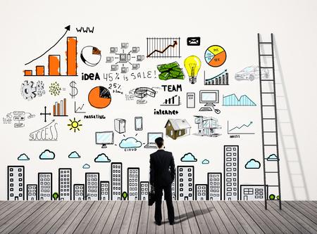 liderazgo empresarial: hombre de negocios mirando a la elaboración concepto de negocio en el muro Foto de archivo