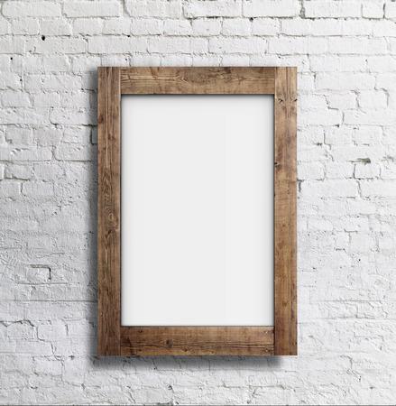hoja en blanco: marco en blanco blanco en la pared de ladrillo