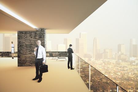 Il design degli interni con uomini d'affari e vista panoramica della città illuminata dal sole. 3D Render Archivio Fotografico - 54116937