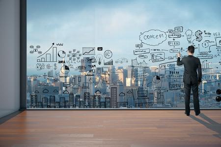 Man Zeichnung Business-Plan auf großes Fenster im Büroinnenraum. 3D übertragen