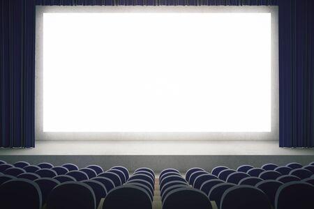 asiento: sala de cine con maqueta pantalla en blanco. Auditorio del cine con la pantalla de espacio de copia en blanco. Las filas de asientos en el teatro cine. Maqueta, 3D